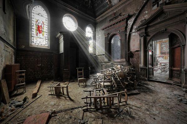 abandoned-monastery-chapel1